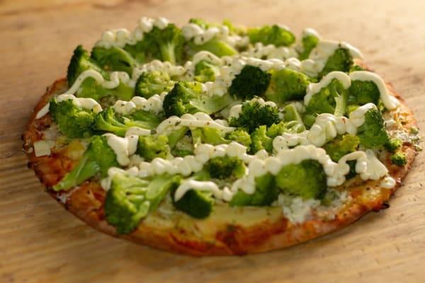 Pizza Brócolis com Catupiry