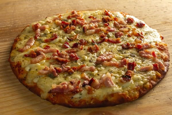 Pizza Cinco Queijos com Bacon